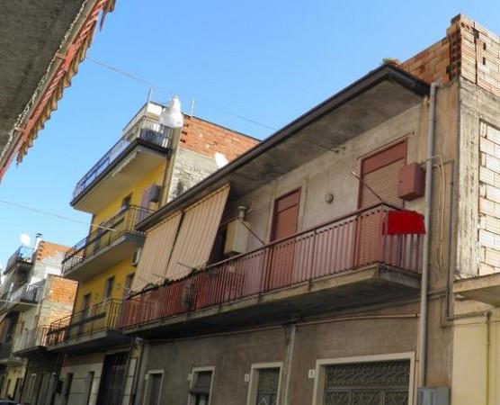 Appartamento in vendita a Paternò, 4 locali, prezzo € 75.000 | Cambio Casa.it