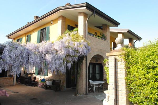 Villa in vendita a Rodano, 6 locali, prezzo € 750.000 | Cambio Casa.it