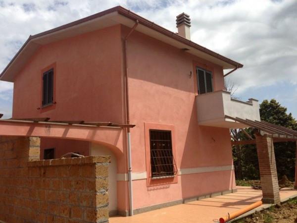 Villa in vendita a Sutri, 4 locali, prezzo € 265.000 | Cambio Casa.it
