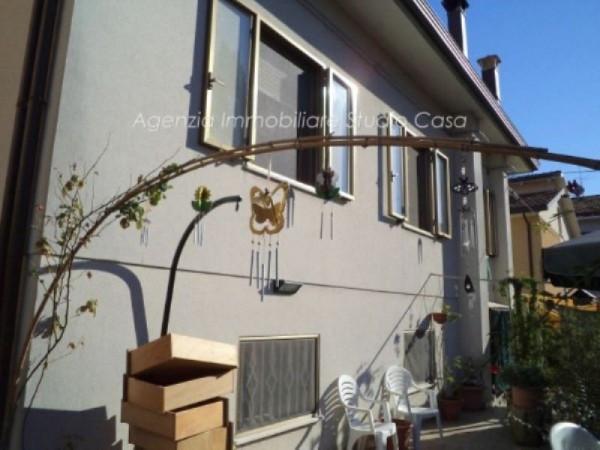 Soluzione Indipendente in vendita a Gabicce Mare, 6 locali, prezzo € 450.000 | Cambio Casa.it