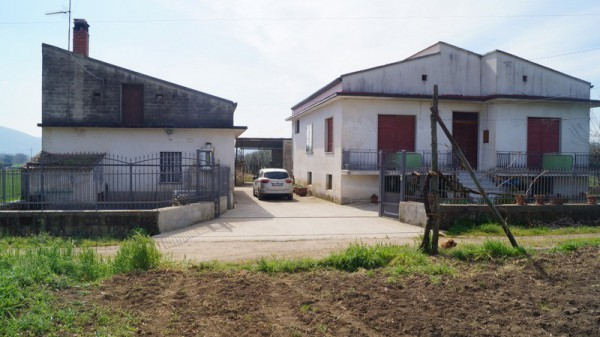 Rustico / Casale in vendita a Castel di Sasso, 6 locali, prezzo € 290.000 | CambioCasa.it