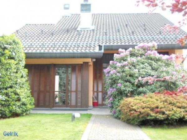 Villa in vendita a Ceriano Laghetto, 6 locali, Trattative riservate | Cambio Casa.it