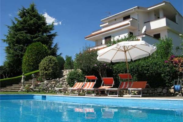 Villa in vendita a Formia, 6 locali, prezzo € 650.000 | Cambio Casa.it