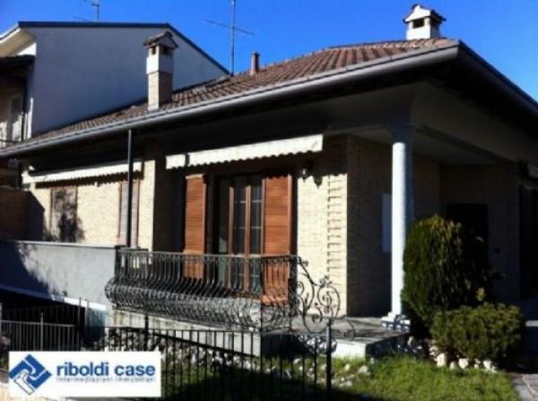 Villa in vendita a Seregno, 6 locali, prezzo € 520.000 | Cambiocasa.it