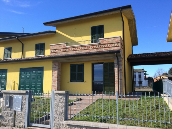 Villa in vendita a Chignolo Po, 4 locali, prezzo € 165.000 | Cambio Casa.it