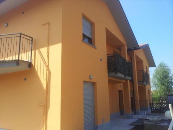 Bilocale Carugo Via Luigi Cadorna 2