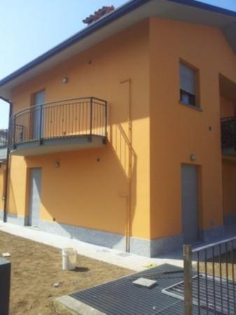 Bilocale Carugo Via Luigi Cadorna 3