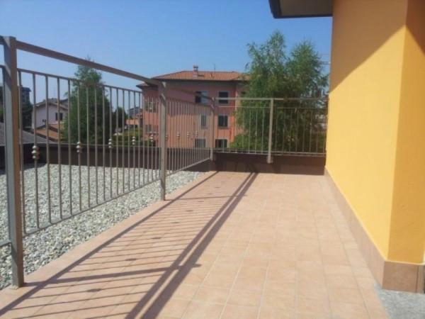 Bilocale Carugo Via Luigi Cadorna 4