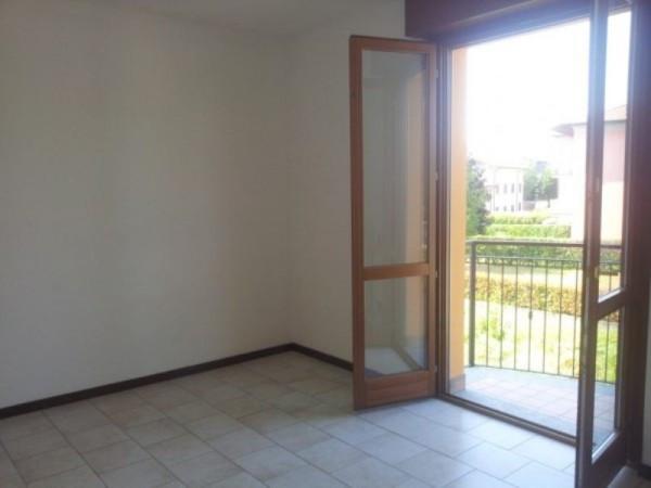Bilocale Carugo Via Luigi Cadorna 6