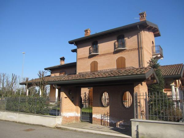 Villa in vendita a San Colombano al Lambro, 6 locali, prezzo € 780.000 | Cambio Casa.it