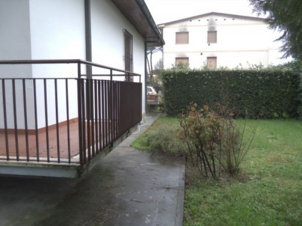 Bilocale Lucca Via Luigi Fornaciari 1