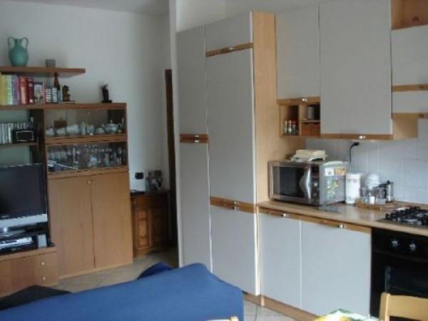 Appartamento in vendita a Lipomo, 3 locali, prezzo € 100.000 | Cambio Casa.it