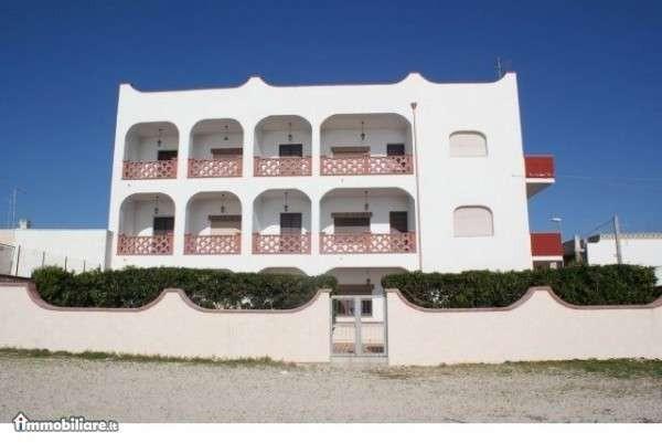 Palazzo / Stabile in vendita a Porto Cesareo, 6 locali, Trattative riservate | Cambio Casa.it