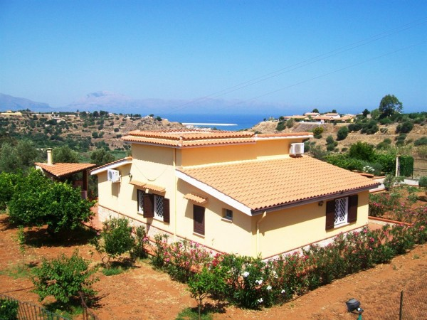 Villa in vendita a Trappeto, 3 locali, prezzo € 148.000 | CambioCasa.it