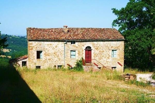 Rustico / Casale in vendita a San Ginesio, 6 locali, prezzo € 175.000 | CambioCasa.it