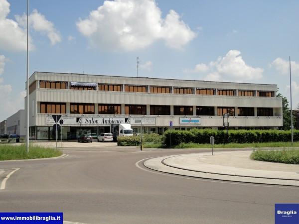 Ufficio-studio in Affitto a Reggio Emilia Periferia Nord: 5 locali, 170 mq