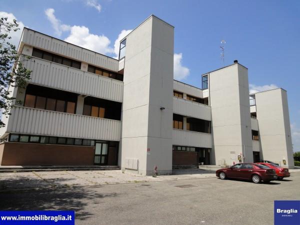Ufficio-studio in Affitto a Reggio Emilia Periferia: 5 locali, 186 mq