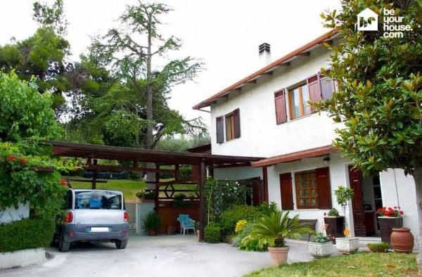 Soluzione Indipendente in vendita a Ancona, 6 locali, prezzo € 650.000 | Cambio Casa.it