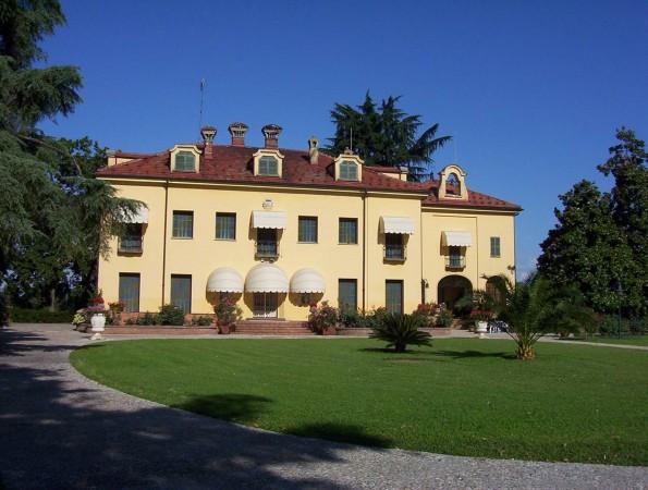 Villa in vendita a Fossano, 6 locali, Trattative riservate | CambioCasa.it