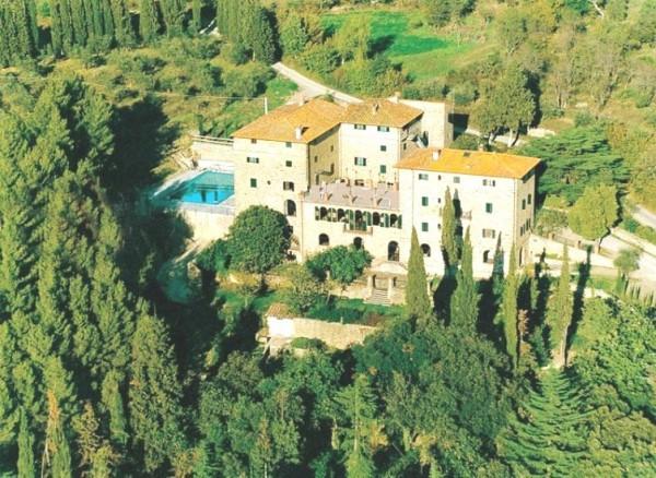 Palazzo in Vendita a Cortona Periferia: 5 locali, 1700 mq