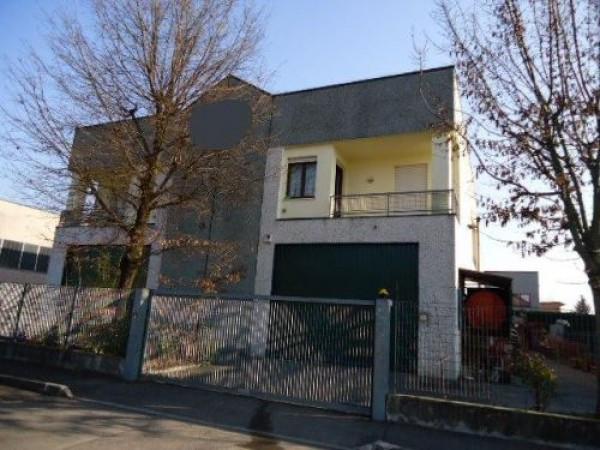 Capannone in vendita a Bastiglia, 6 locali, prezzo € 260.000   CambioCasa.it