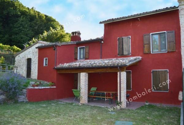 Rustico / Casale in vendita a Frontone, 6 locali, prezzo € 250.000 | Cambio Casa.it