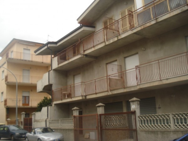 Appartamento in vendita a Montepaone, 4 locali, prezzo € 95.000 | Cambio Casa.it