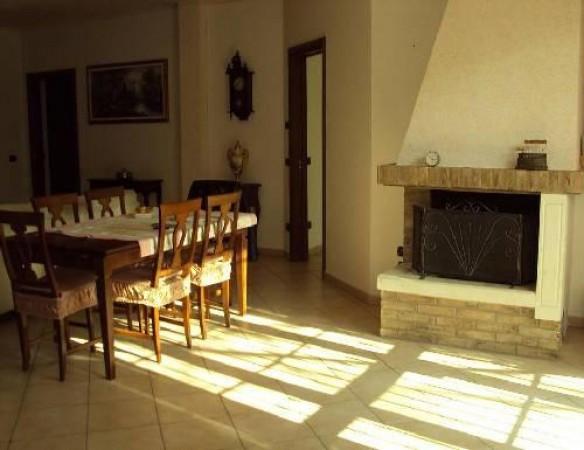 Villa in Vendita a Correggio Semicentro: 4 locali, 300 mq