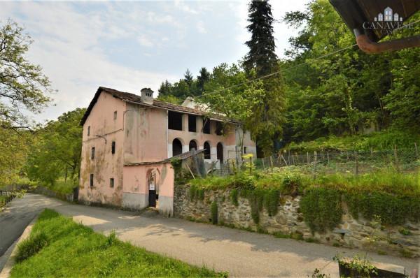 Casa indipendente in Vendita a Brosso Centro: 5 locali, 390 mq