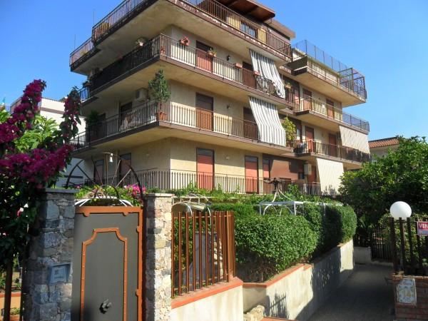 Casa indipendente in Vendita a Giardini-Naxos: 4 locali, 95 mq