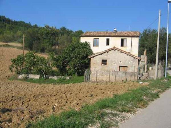 Rustico / Casale in vendita a Tossicia, 6 locali, prezzo € 59.000 | Cambio Casa.it