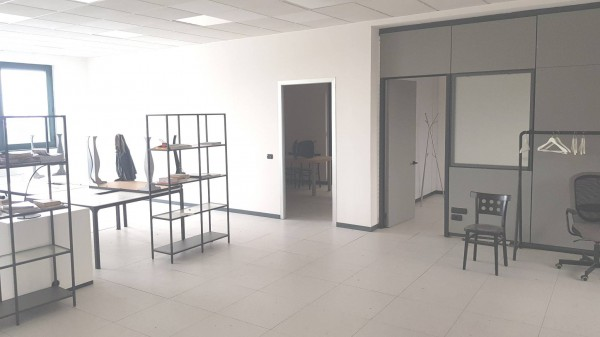 Ufficio / Studio in affitto a Settimo Milanese, 2 locali, prezzo € 1.500 | Cambio Casa.it