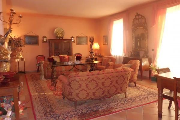Villa in vendita a Bra, 6 locali, Trattative riservate | CambioCasa.it