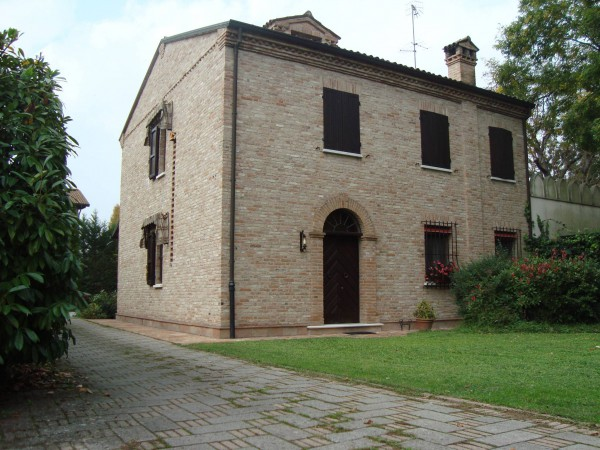 Villa 6 locali in vendita a Ferrara (FE)