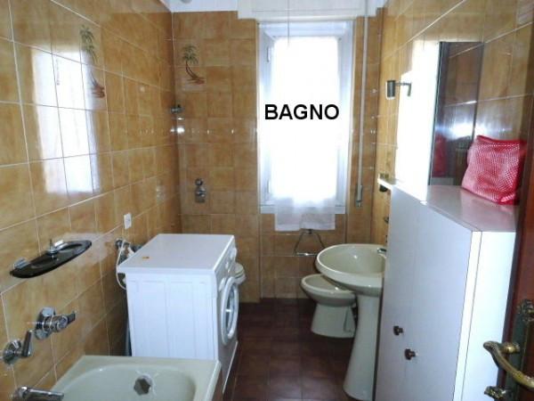 Bilocale Genova Via Gian Battista Gaulli 8
