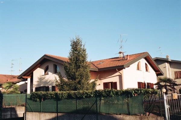 Villa in vendita a Ferno, 6 locali, prezzo € 260.000 | Cambio Casa.it