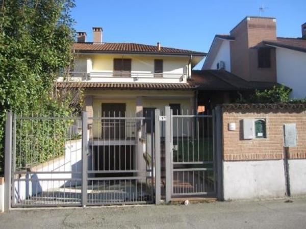 Villa in vendita a San Colombano al Lambro, 4 locali, prezzo € 243.000 | Cambio Casa.it