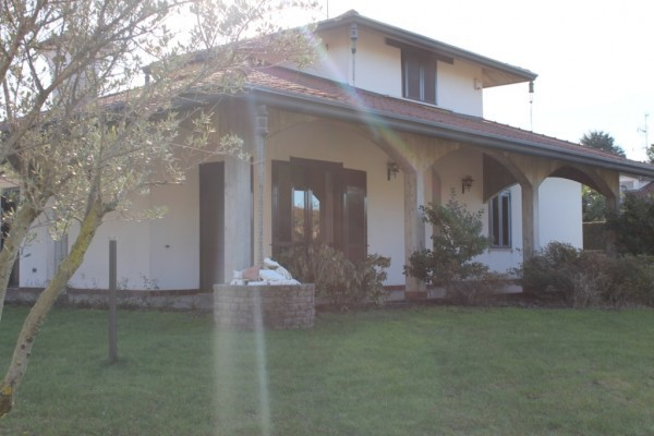 Villa in vendita a Gorla Maggiore, 6 locali, prezzo € 480.000 | Cambio Casa.it