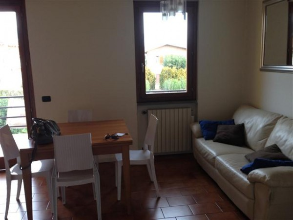 Appartamento in vendita a San Felice del Benaco, 4 locali, prezzo € 170.000 | Cambio Casa.it
