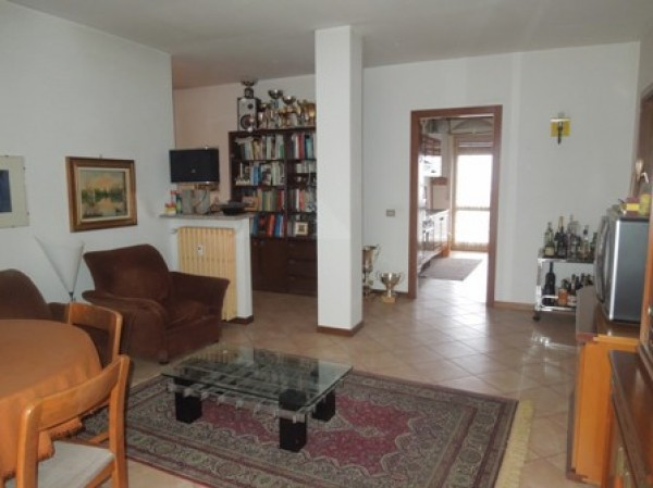 Appartamento in vendita a Borgomanero, 3 locali, prezzo € 78.000 | Cambio Casa.it