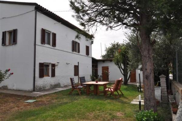 Casa indipendente in Vendita a Macerata Periferia: 5 locali, 140 mq