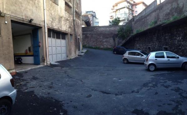 Magazzino in Vendita a Gravina Di Catania Centro: 1 locali, 350 mq