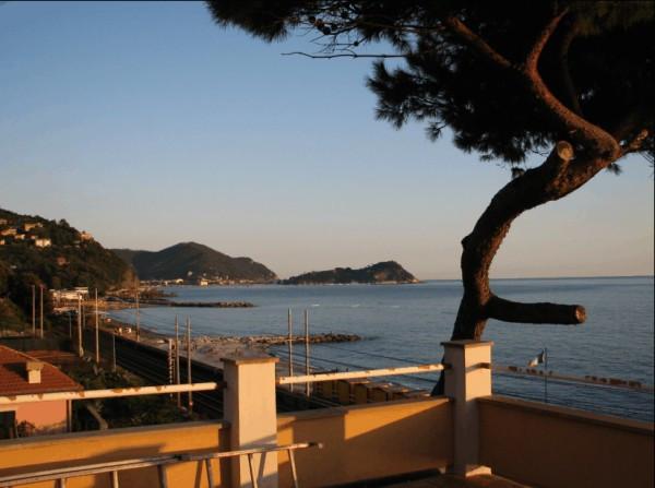 Villa in vendita a Lavagna, 6 locali, Trattative riservate | CambioCasa.it