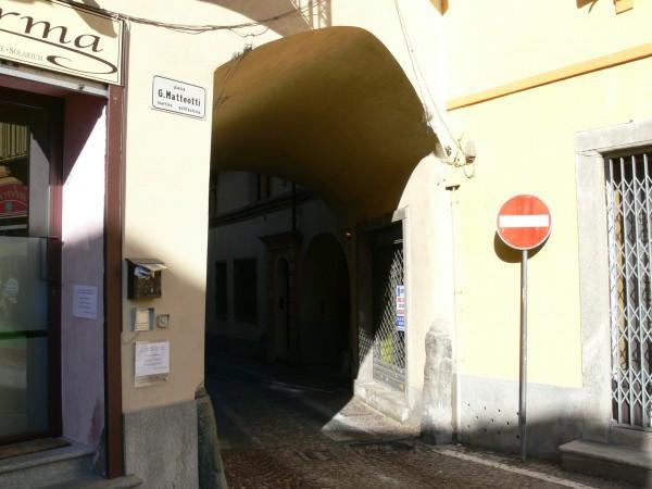 Negozio-locale in Affitto a Rivoli Centro: 4 locali, 60 mq