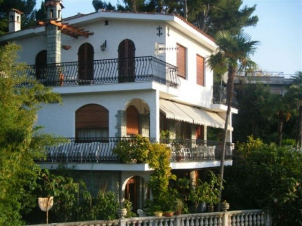 Villa in vendita a Bordighera, 6 locali, prezzo € 990.000   Cambio Casa.it