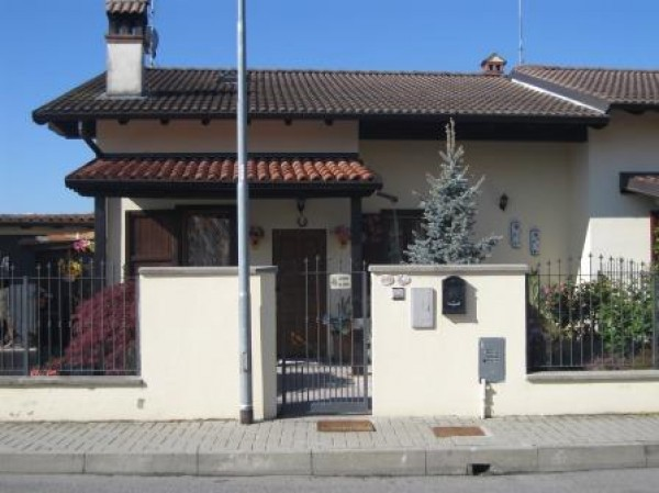 Villa in vendita a Chignolo Po, 3 locali, prezzo € 153.000 | Cambio Casa.it