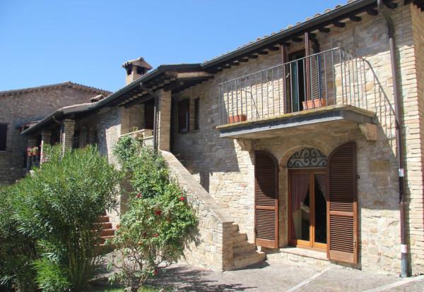 Palazzo / Stabile in vendita a Bevagna, 6 locali, prezzo € 285.000 | Cambio Casa.it