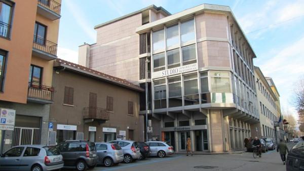 Bilocale Borgomanero Piazza Mora E Gibin 1