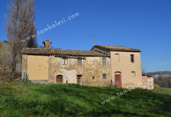 Rustico / Casale in vendita a Arcevia, 6 locali, prezzo € 190.000 | CambioCasa.it