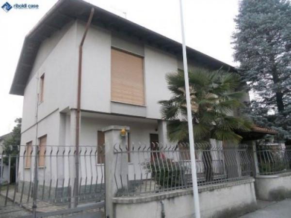 Villa in vendita a Seregno, 6 locali, prezzo € 440.000 | Cambiocasa.it
